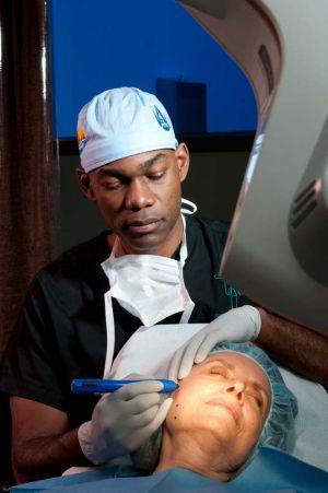Dr Few, plastic surgeon in Chicago